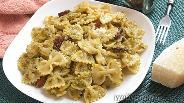 Фото рецепта Фарфалле с соусом песто и беконом