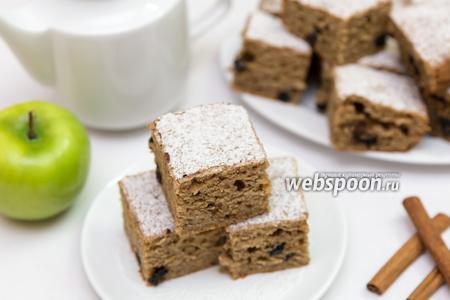 Цельнозерновой пирог с яблоком, корицей и вяленой черникой