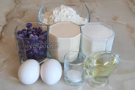 Для приготовления таких маффинов нам понадобится мука пшеничная высшего сорта, сахар-песок, ряженка (комнатной температуры), голубика (у меня замороженная), яйца куриные, разрыхлитель теста, щепотка соли и масло подсолнечное без запаха.