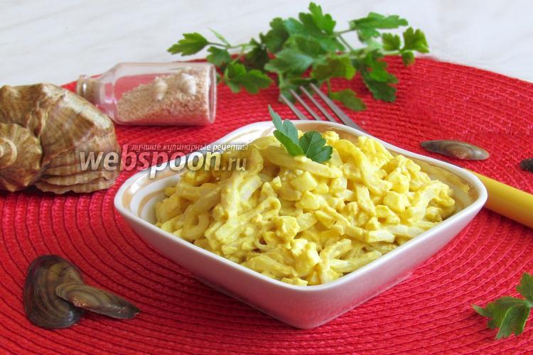 Фото Салат с кальмарами и яйцами