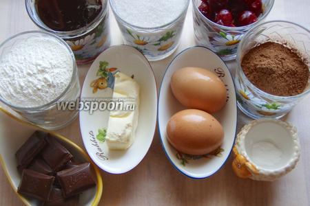 Для приготовления пирога нам понадобится: мука, какао, сахар, разрыхлитель, пиво тёмное, яйца, масло сливочное, тёмный шоколад, вишня.
