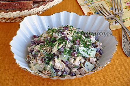 Салат из фасоли с ветчиной и сухариками