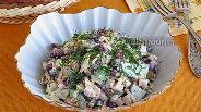 Фото рецепта Салат из фасоли с ветчиной и сухариками