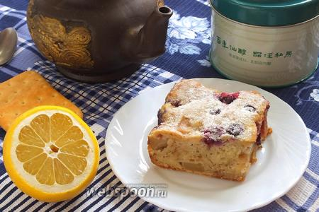 Пряный кефирный пирог с яблоками