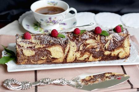 Узорный рулет с шоколадно-кофейным кремом и малиной