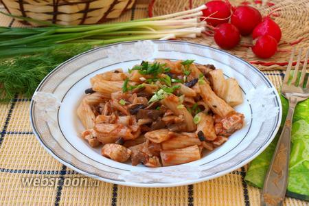 Макароны с курицей и грибами