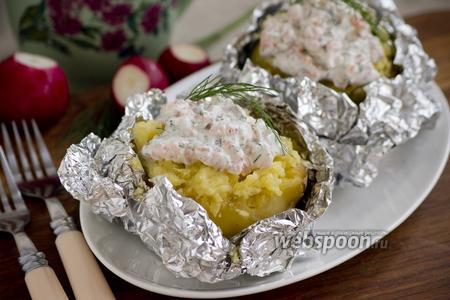Картофель фаршированный сметанным соусом