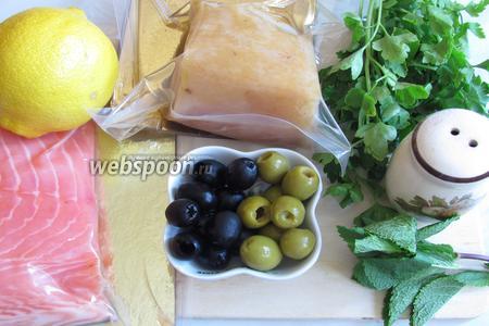 Нам понадобится филе белой рыбы холодного копчений, у меня масляная, филе красной рыбы холодного копчения, у меня форель, оливки, маслины, небольшой лимон, петрушка, мята, молотый чёрный перец.