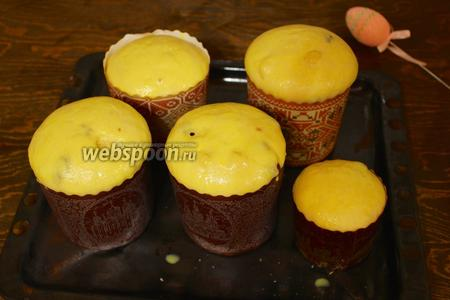 Через 45 минут. смазала желтком и в разогретую до 180°C духовку на 30-60 минут в зависимости от форм.