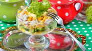Фото рецепта Салат с кальмарами и кукурузой