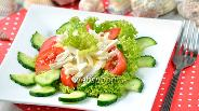 Фото рецепта Салат с кальмарами и чесноком