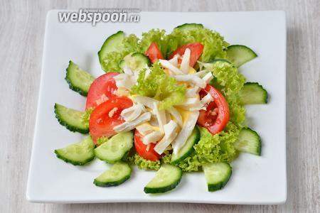 Украшаем готовое блюдо маленьким листиком салата и подаём на стол. Приятного аппетита!