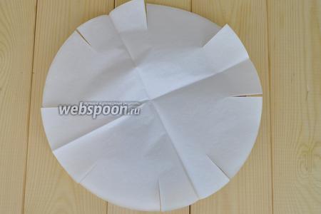 Форму выложить бумагой для выпечки, я использую готовые вкладыши.
