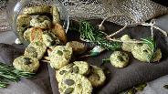 Фото рецепта Печенье с розмарином и тыквенными семечками
