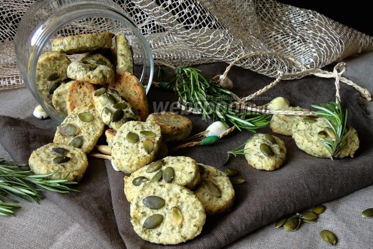 Фото Печенье с розмарином и тыквенными семечками