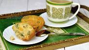 Фото рецепта Кексы с щавелем, крапивой и курагой