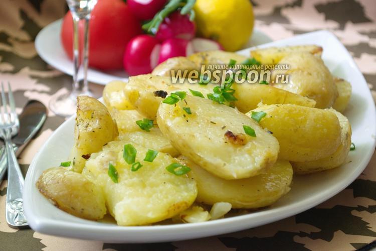 Фото Молодая картошка, тушёная в бульоне и специях