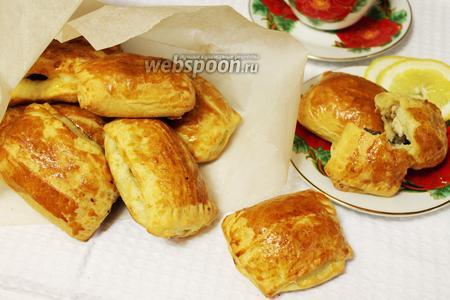 Слоёные пирожки с курицей и грибами