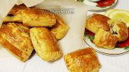 Фото рецепта Слоёные пирожки с курицей и грибами