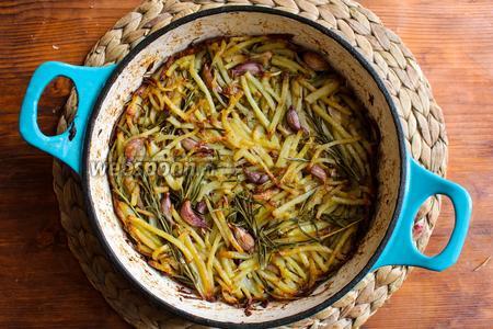Готовый оладушек извлеките из духовки и переложите на тарелку, подавайте рести тёплым с соусом из хрена.