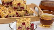Фото рецепта Йогуртовый пирог с малиной и орехами