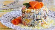 Фото рецепта Салат с ламинарией, морковью, огурцом и кукурузой
