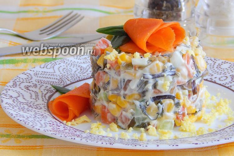 Фото Салат с ламинарией, морковью, огурцом и кукурузой
