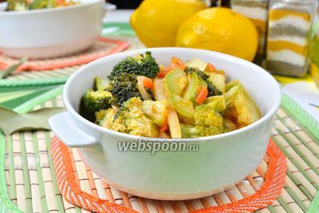 Рагу с кольраби, кабачками и брокколи