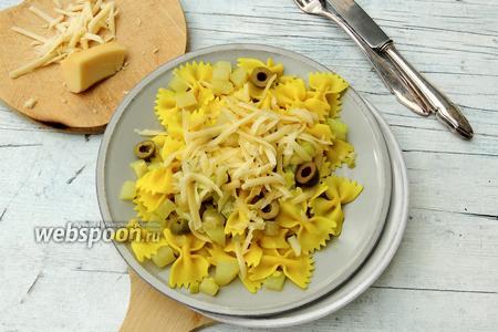 Фарфалле с кольраби и сыром