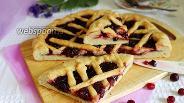 Фото рецепта Открытый пирог с клюквой на кефире