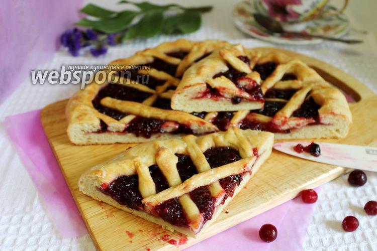 Фото Открытый пирог с клюквой на кефире