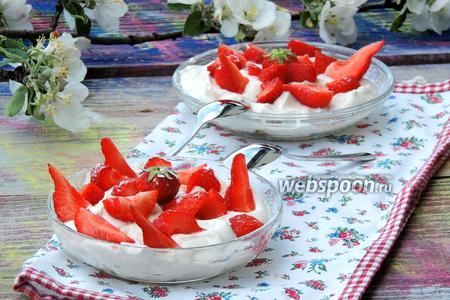 Творожный десерт с клубникой и маскарпоне