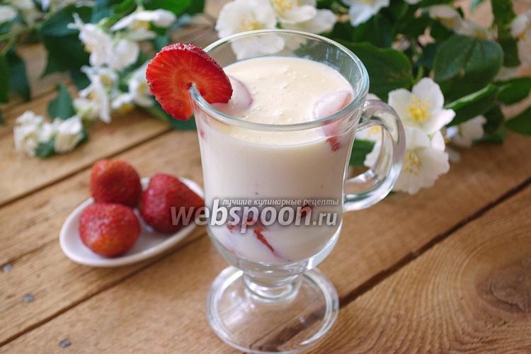 Фото Десерт из белого шоколада и клубники