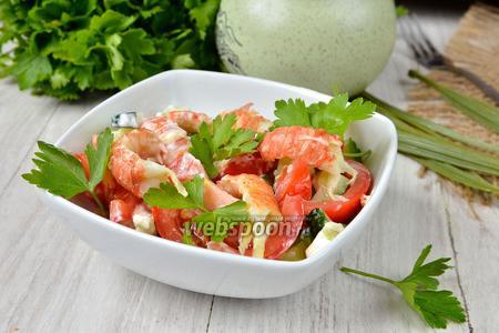 Салат с раковыми шейками и овощами