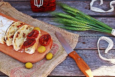 Чиабатта с вялеными томатами и оливками (без замеса)