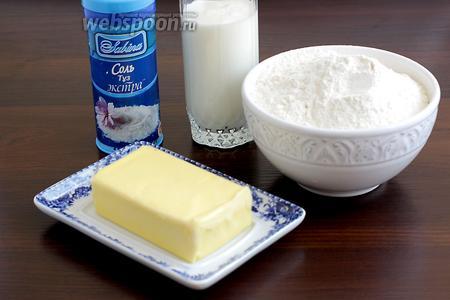 Для теста возьмём муку, сливочное масло, кефир, соду, соль.