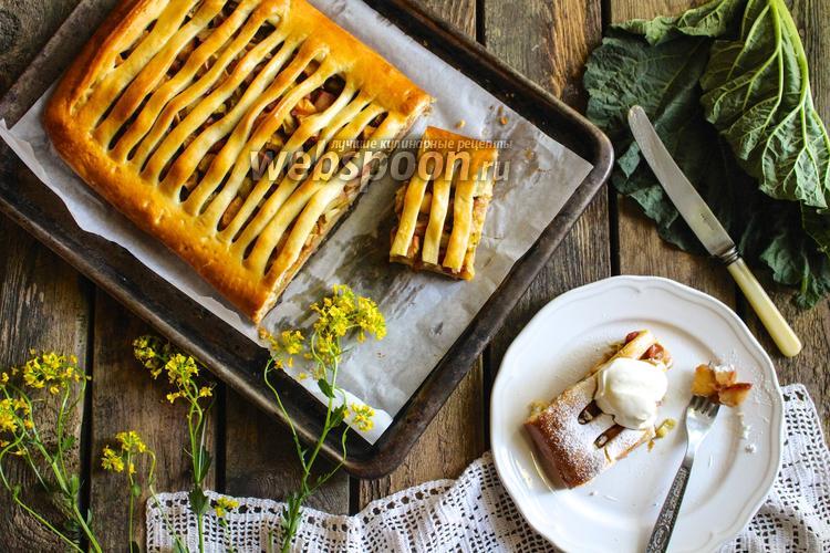 Фото Пирог с ревенем и яблоками