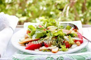 Салат с копчёной курицей, горохом нут в горчично-чесночной заправке