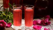Фото рецепта Ликёр из лепестков розы