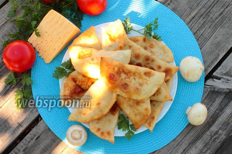 Фото Чебуреки с грибами и сыром