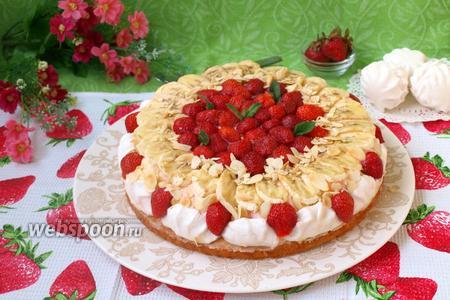 Клубнично-банановый торт с зефиром