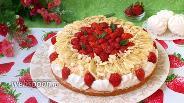 Фото рецепта Клубнично-банановый торт с зефиром