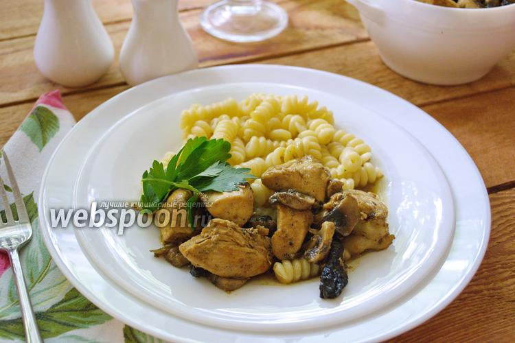 Фото Курица с грибами  и черносливом в соевом соусе с карри