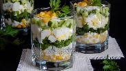 Фото рецепта Салат со щавелем, огурцами и кукурузой
