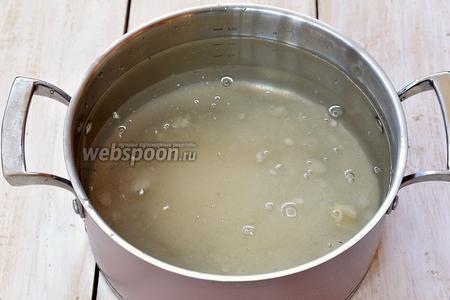 Соединить воду и сахар. Довести до кипения и проварить 1 минуту. Охладить. Добавить лимонную кислоту.