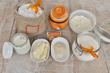 Этот рецепт взят из японской книги рецептов по хлебопечению. Количество продуктов указано в мерных стаканах и ложках хлебопечи. Понадобится мука пшеничная, мука цельнозерновая 0,5 стакана хлебопечи, вода, йогурт, масло сливочное, сухое молоко, соль, сахар, сухие дрожжи, кунжут.