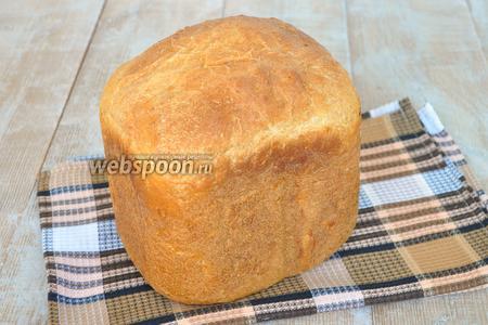 Готовый хлеб вынуть из ведёрка, просто его перевернув и накрыть полотенцем до полного остывания.