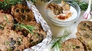 Фото рецепта Хлебцы с розмарином и тыквенными семечками