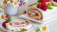 Фото рецепта Бисквитный рулет с заварным кремом и малиновым вареньем