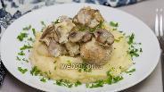 Фото рецепта Куриные тефтели под сливочно-грибным соусом